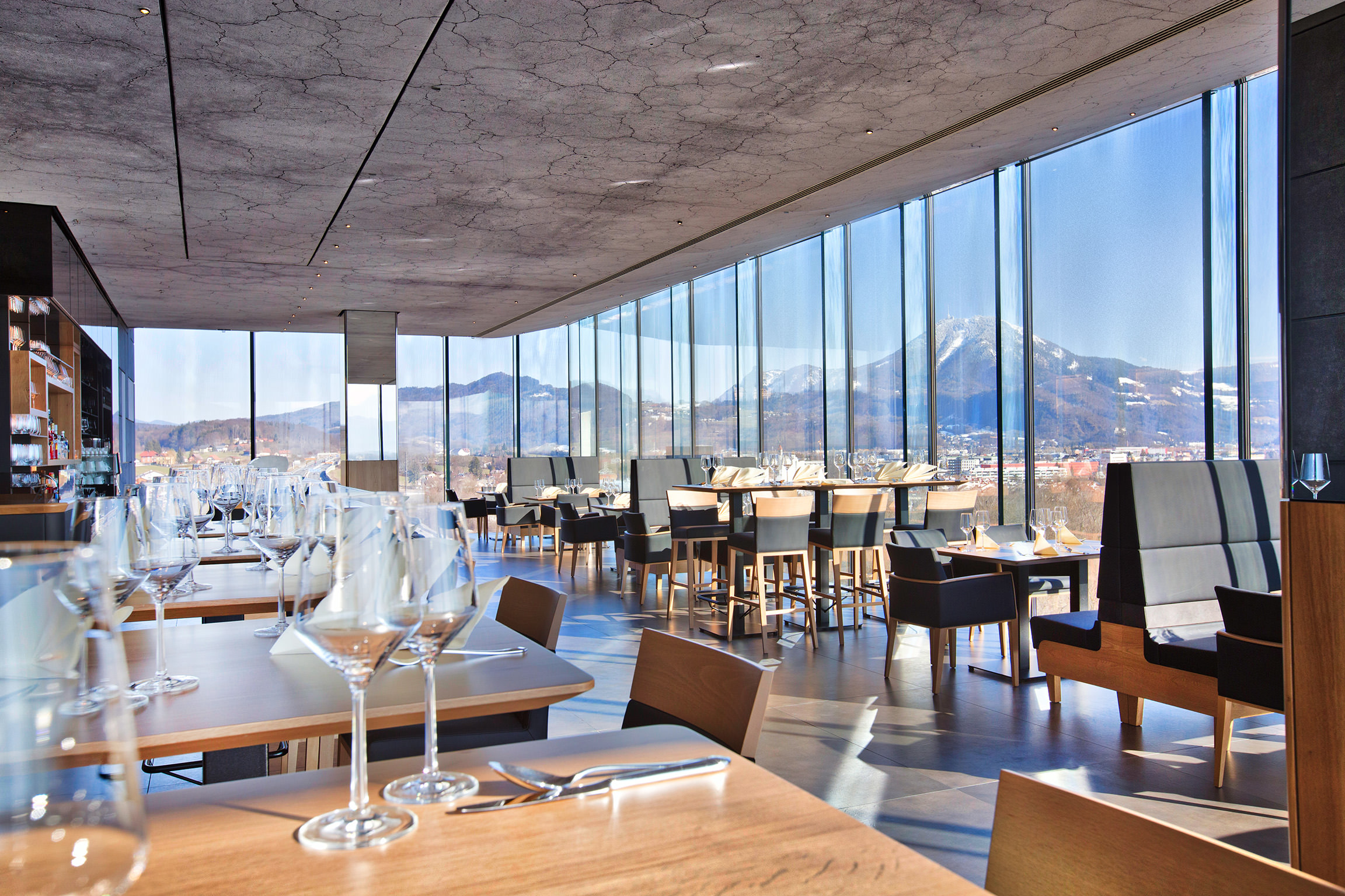 Rooftop Terrace Hotel With  Restaurants